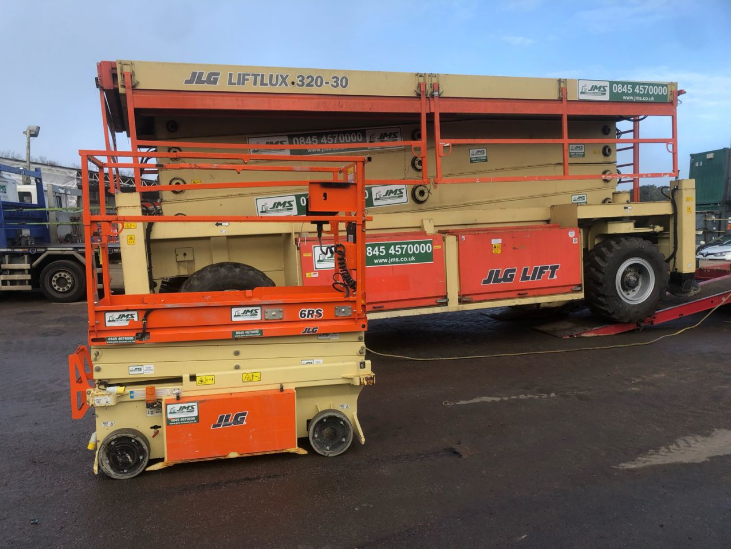 JMS Liftlux 320-30 compared to smaller scissor lift
